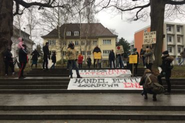 Demonstration von Gewerbetreibenden vor dem Kieler Landtag
